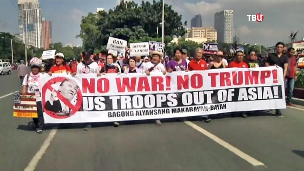 Митинг жителей Филипин против приезда Дональда Трампа