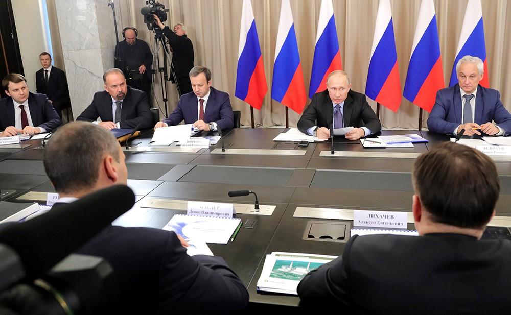 Владимир Путин на совещании по вопросам развития электроэнергетики