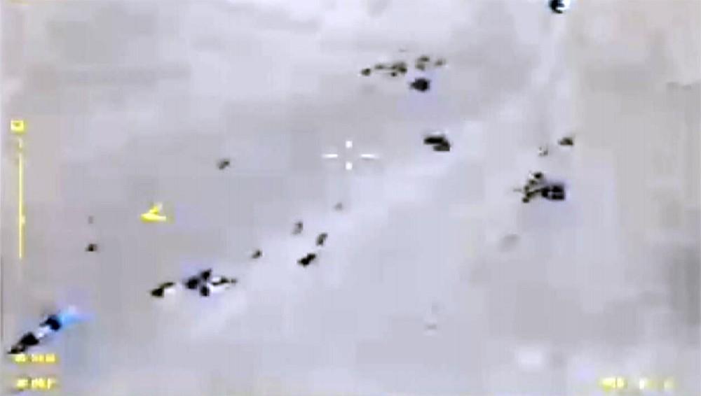 Автомобильная колонна боевиков ИГИЛ, выходящих из Абу-Кемаль в сторону сирийско-иракской границы