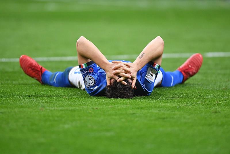 Футболист Алессандро Флорензи после проигрыша сборной Италии в матче с командой Швеции