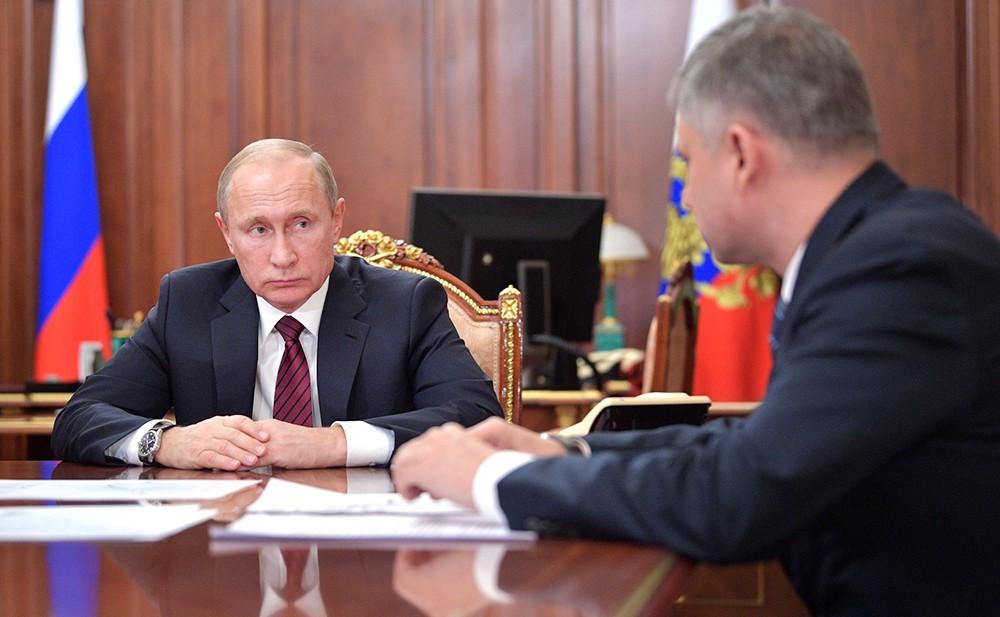 Владимир Путин и Олег Белозёров