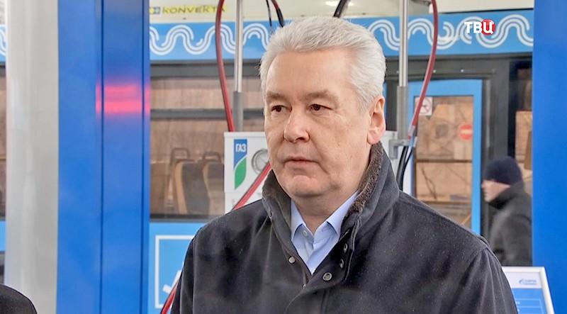 Собянин иЗубков открыли в столице России крупнейшую газовую заправку вгосударстве