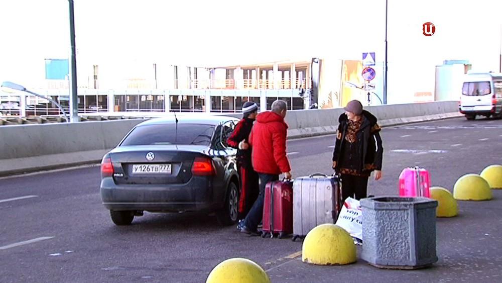 Пассажиры приехали в аэропорт