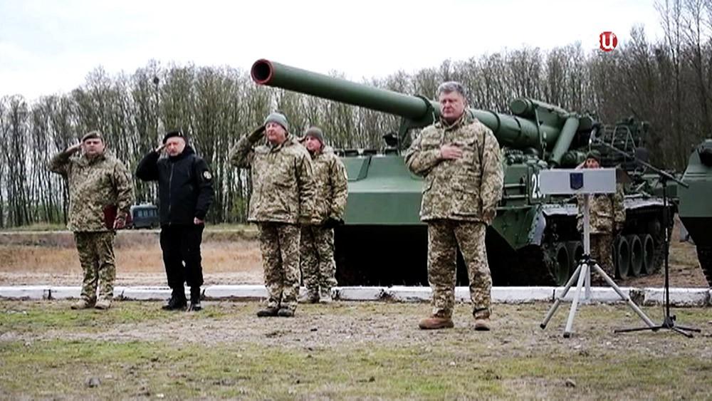 Пётр Порошенко посетил воинскую часть