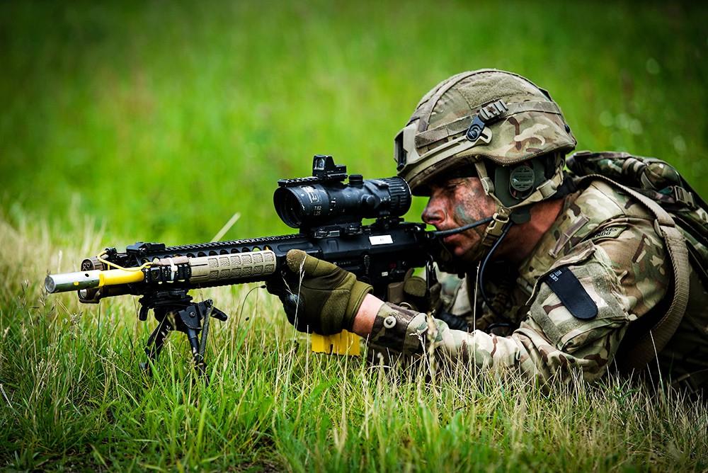 Военнослужащие сил НАТОжащие