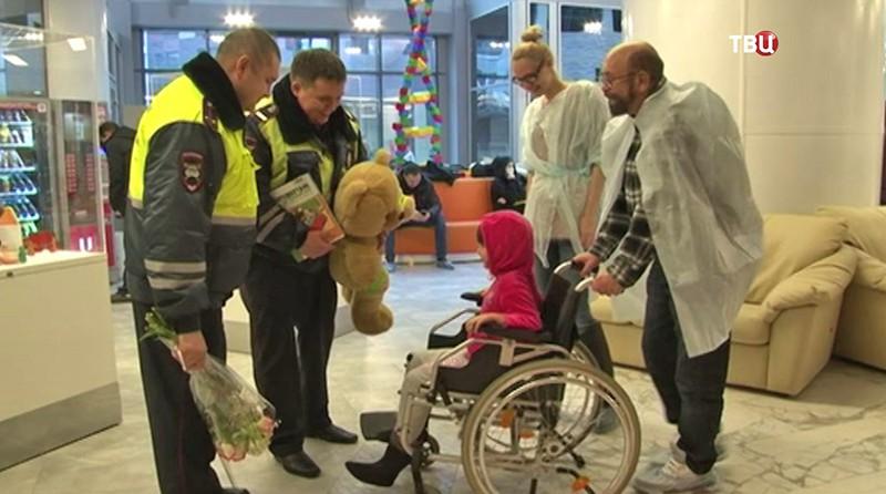 Пострадавшая девочка и подмосковье полицейские