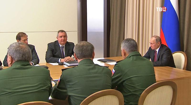 Владимир Путин на совещании с руководящим составом Министерства обороны и представителями военной промышленности