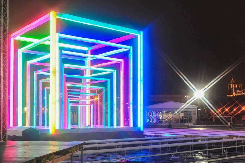 Светлая инсталляция на катке в Парке Горького