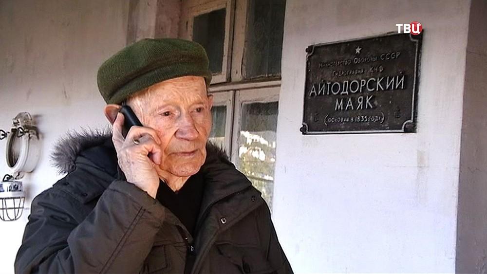 Старейший смотритель маяка в России Юрий Тюрин