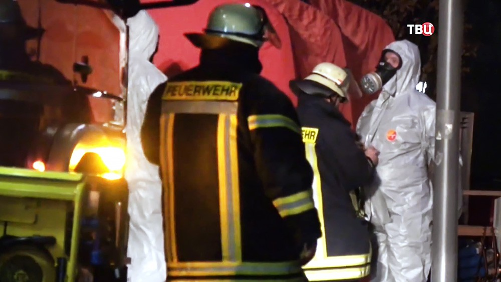 Спасатели Германии в химзащитных костюмах