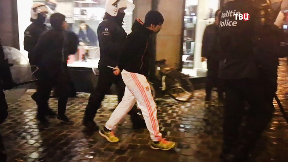 Полиция Брюсселя проводит задержание участников беспорядков
