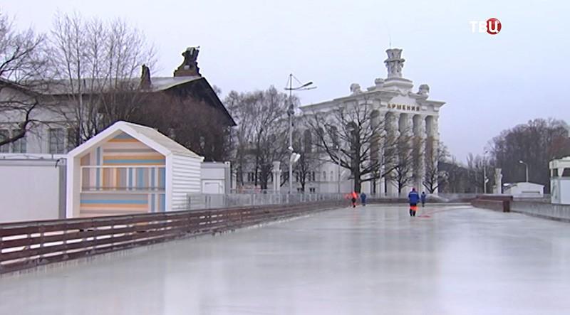Монтаж катка на ВДНХ
