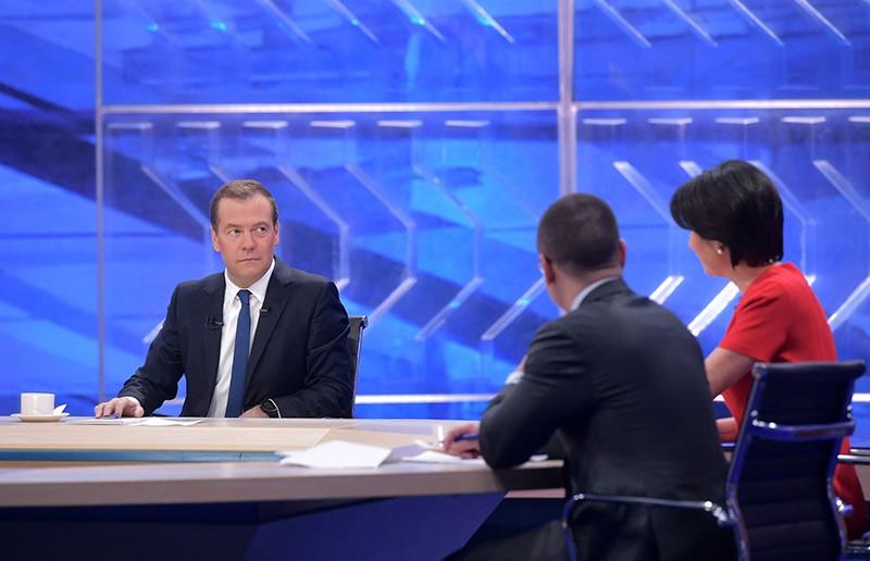 Председатель правительства России Дмитрий Медведев во время интервью