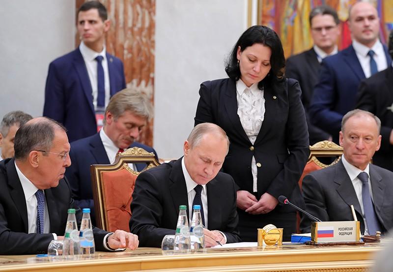 Президент России Владимир Путин на подписании совместных документов по итогам заседания ОДКБ