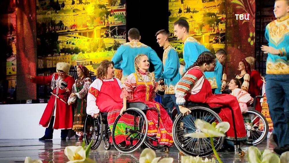 Выступление инвалидов-колясочников