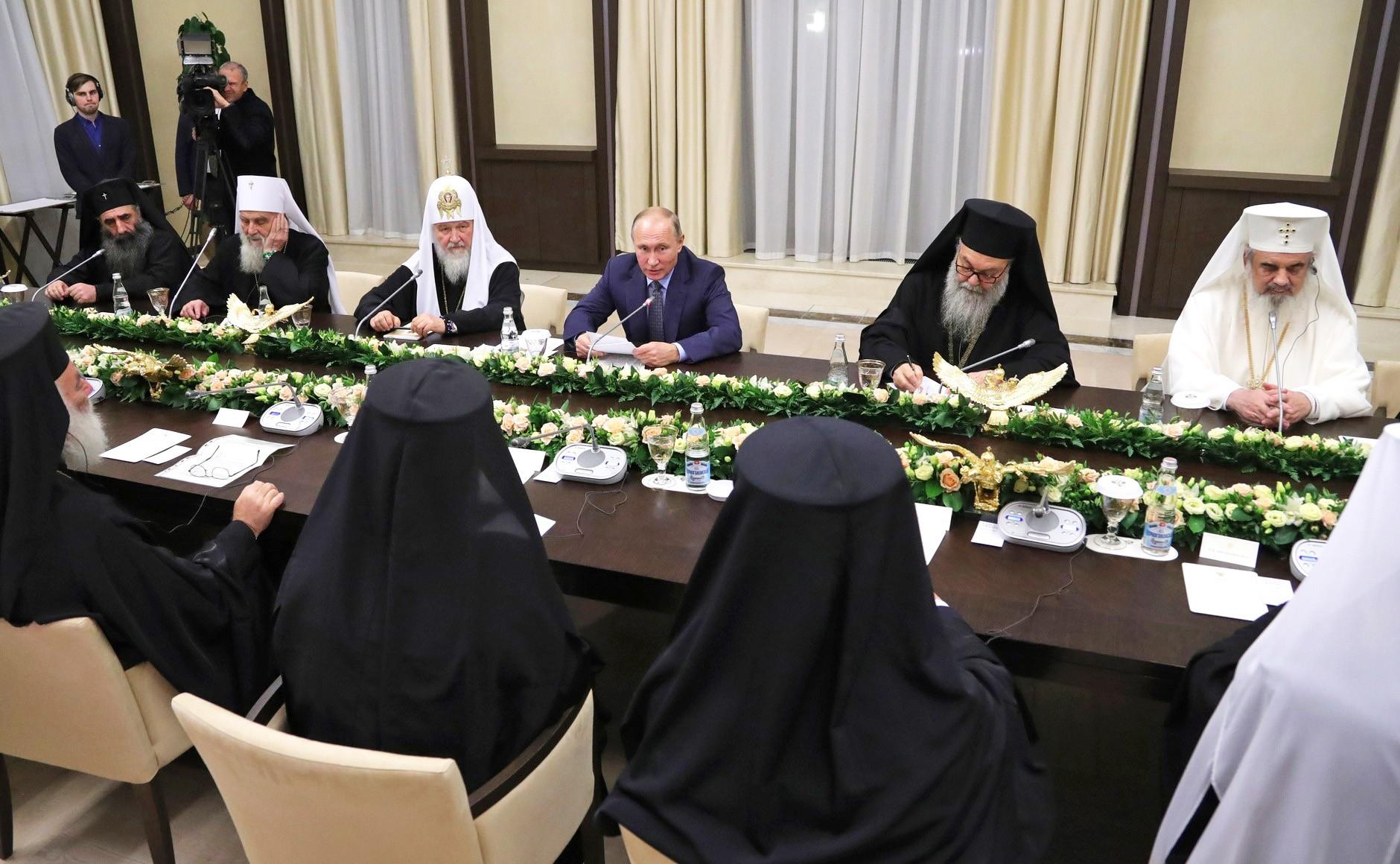 Владимир Путин на встрече с главами делегаций поместных православных церквей