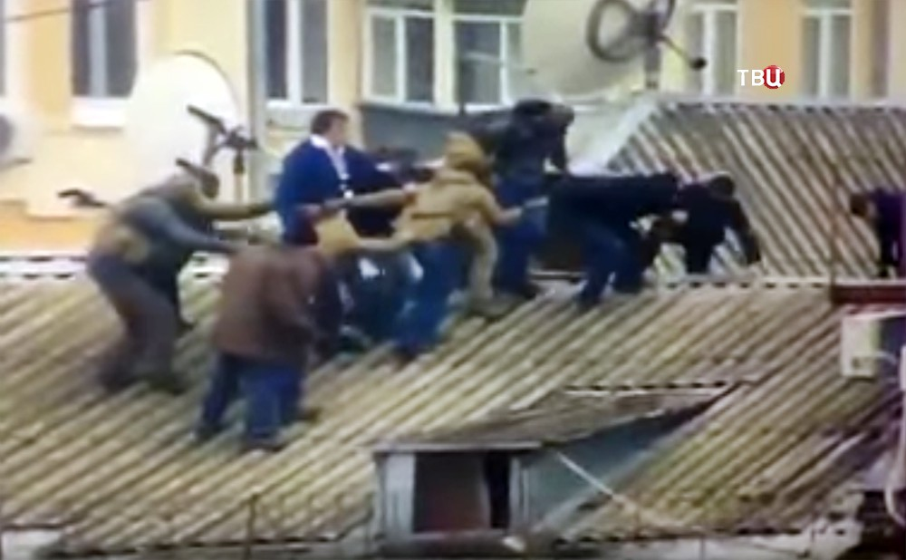 Бойцы СБУ задерживают Михаила Саакашвили на крыше