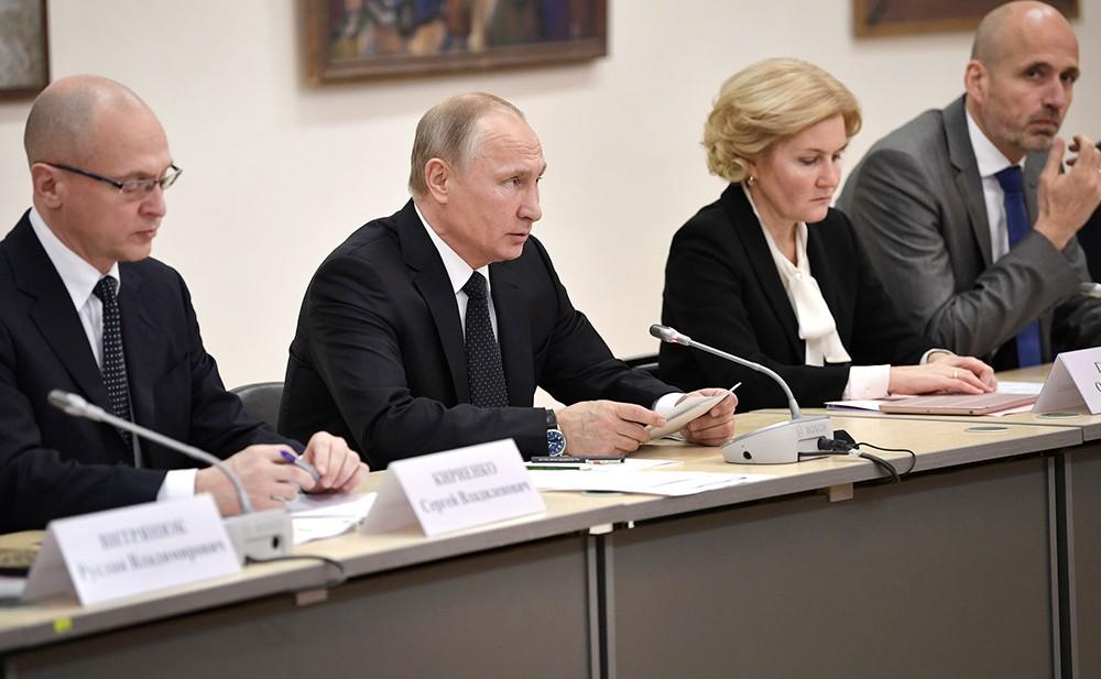 Вилдимир Путин посетил Российскую государственную специализированную академию искусств