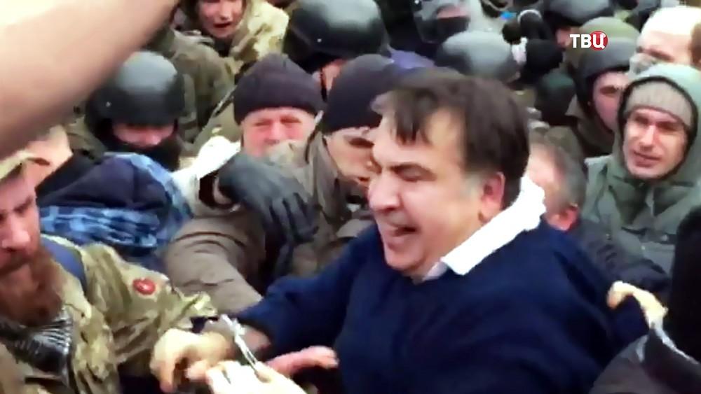 Протестующие отбили Михаила Саакашвили у бойцов СБУ