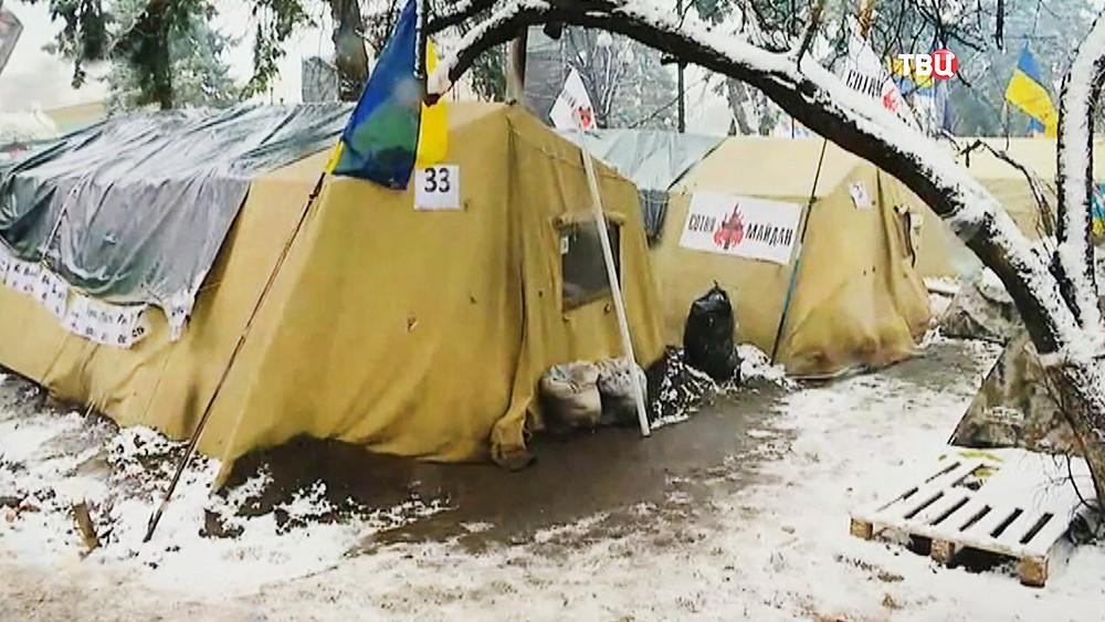 Палаточный городок у здания Верховной Рады Украины