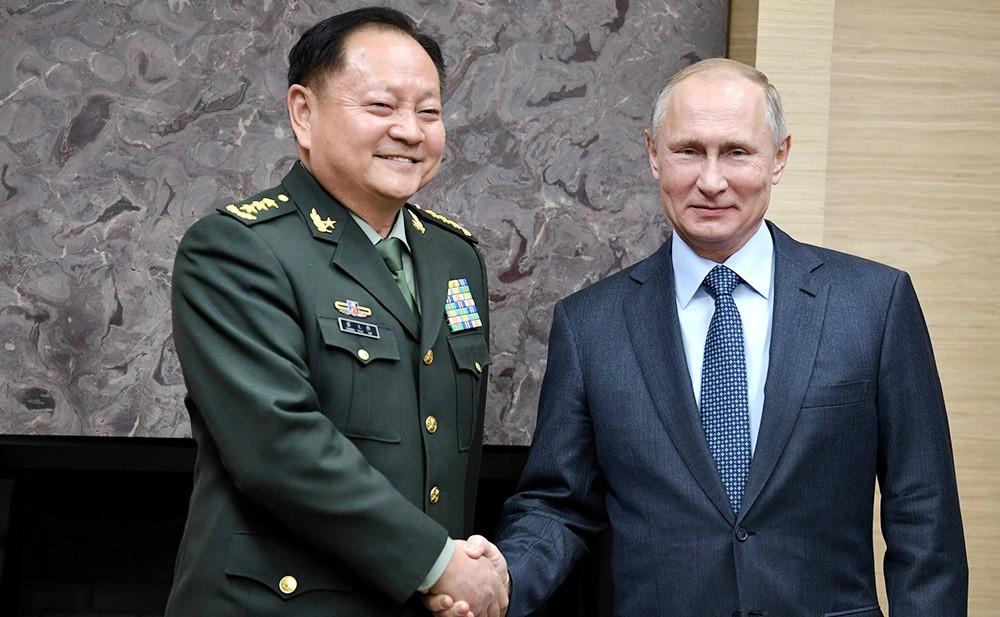 Президент России Владимир Путин и зампредседателя Центрального военного совета Коммунистической партии Китая Чжан Юся