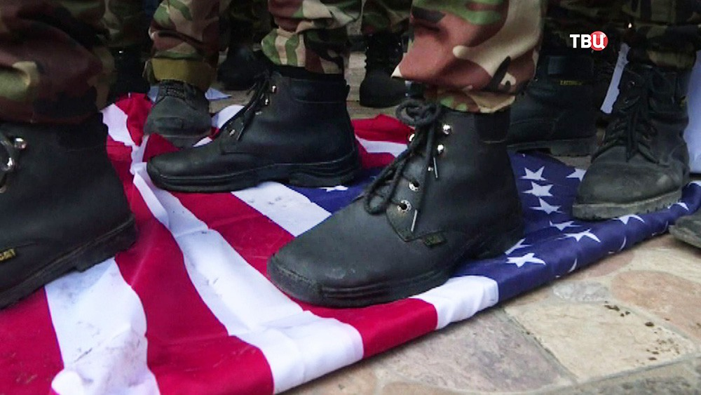 Топчат флаг США