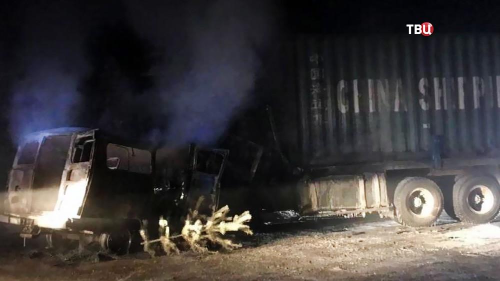Последствия ДТП с участием грузовика и микроавтобуса
