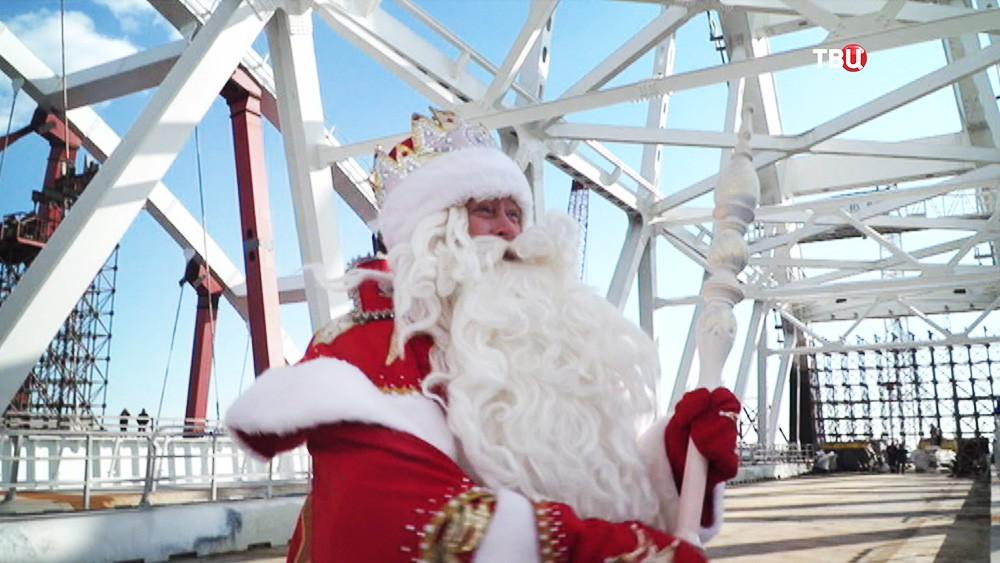 Дед Мороз посетил строящийся Крымский мост