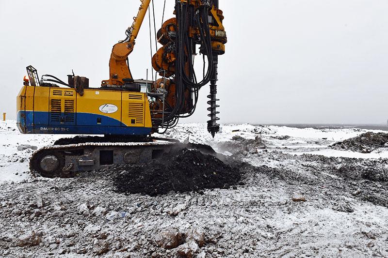 """Буровая установка для бурения скважин для дегазации полигона твердых бытовых отходов """"Кучино"""" в Балашихе"""