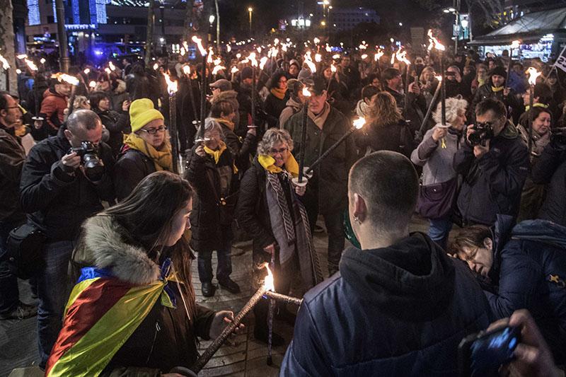 Ночное факельное шествие в Испании