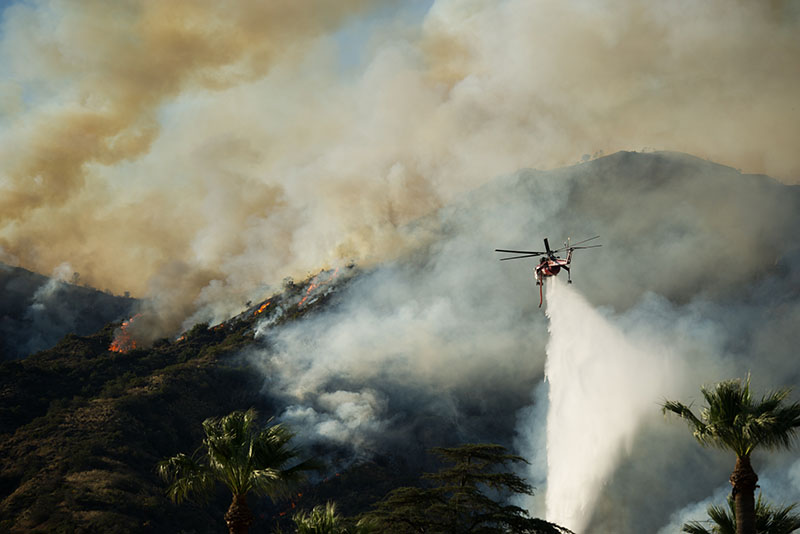 Тысячи людей эвакуируют вКалифорнии из-за жутких лесных пожаров