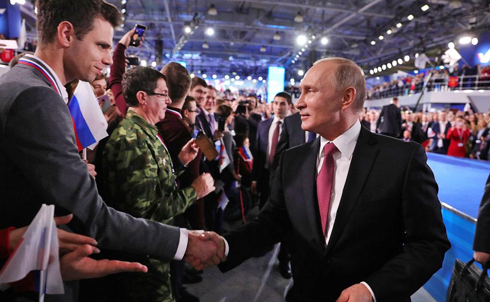 Владимир Путин и участники форума ОНФ
