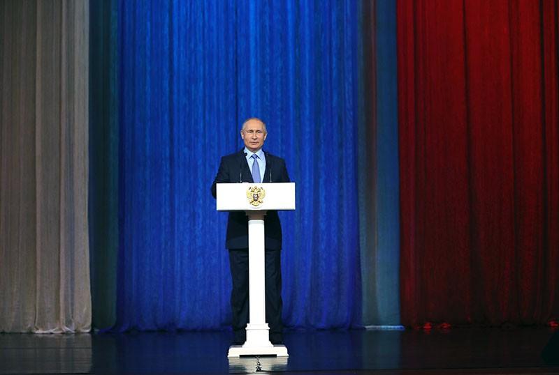 Владимир Путин выступает на торжественном вечере, посвященном Дню работника органов государственной безопасности