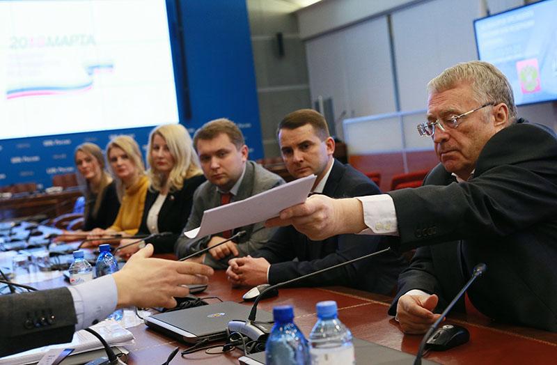 Владимир Жириновский во время подачи документов в ЦИК