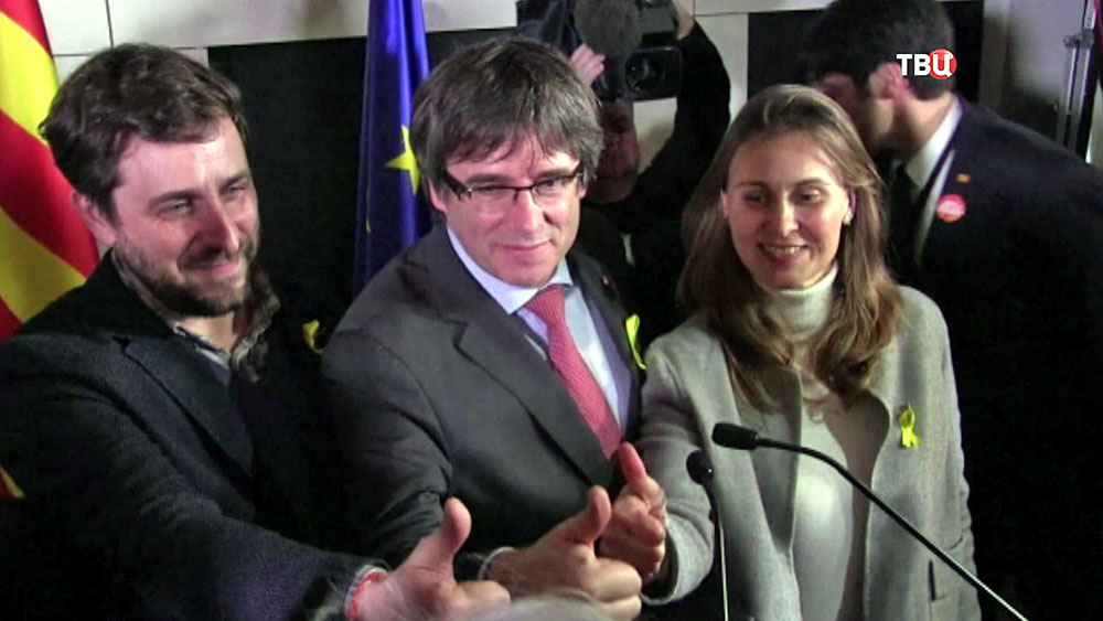 Карлес Пучдемон и сторонники