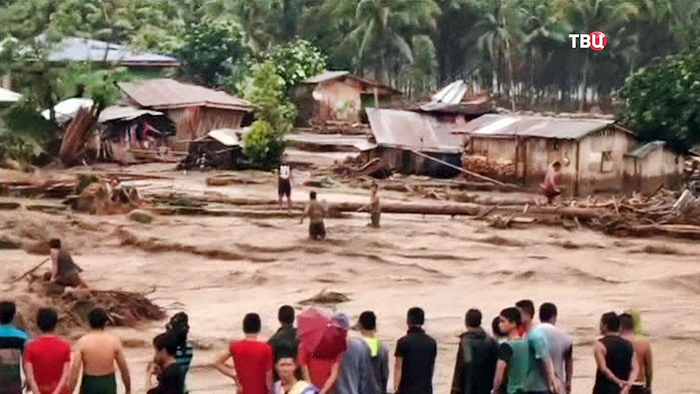 11 Россия направила гуманитарную помощь пострадавшим от шторма Филиппинам