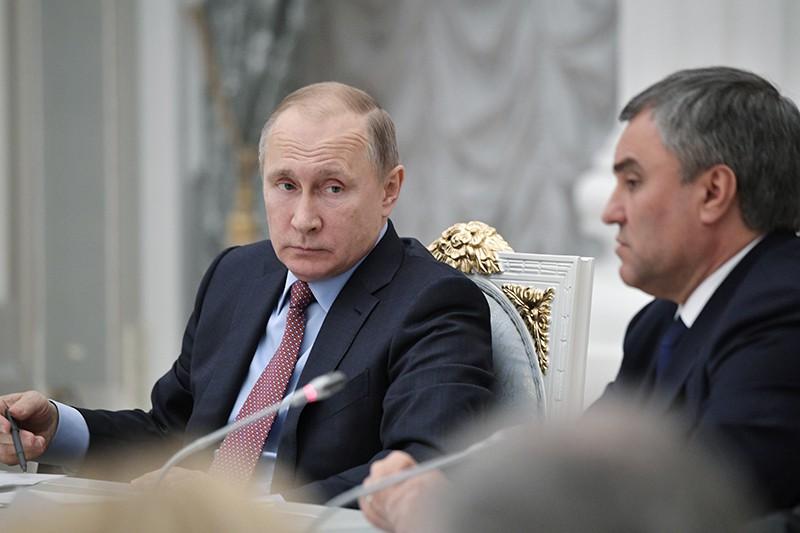 Владимир Путин во время встречи с руководством Совета Федерации и Государственной Думы