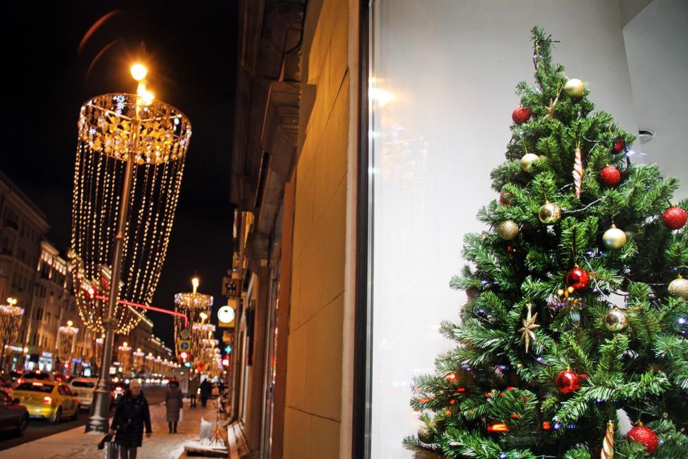 Новогоднее оформление витрин на 1-й Тверской-ямской