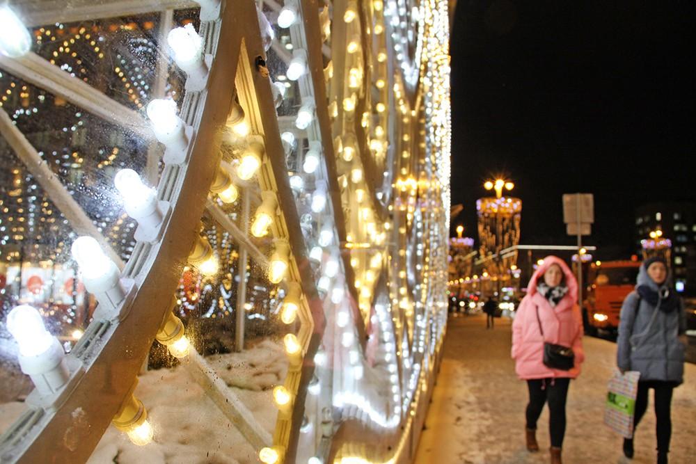 Новогодняя иллюминация на Триумфальной площади