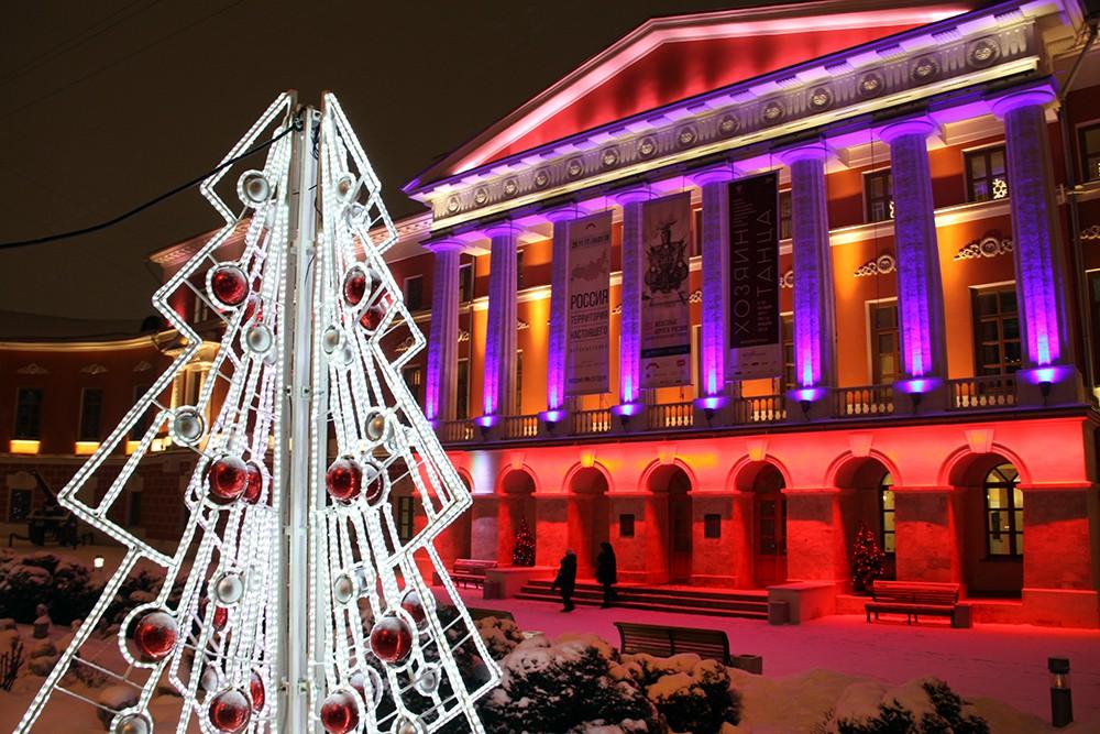 Новогодняя иллюминация на Тверской улице