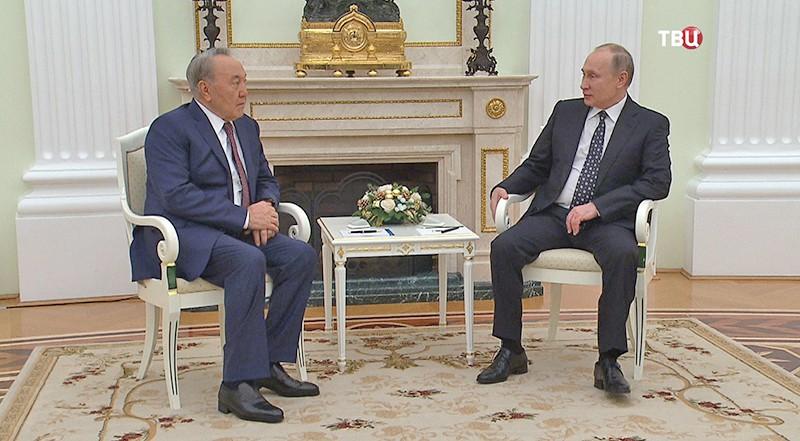 Путин обсудил сНазарбаевым развитие двусторонних отношенийРФ иКазахстана