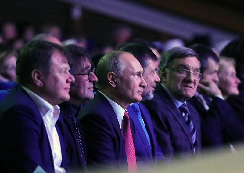 Путин встретился сновыми ибывшими губернаторами регионов