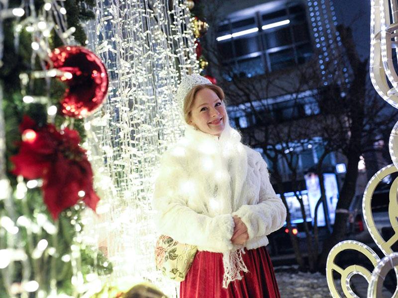 Парад Снегурочек в центре Москвы