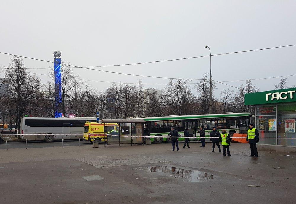 Последствия ДТП с участием автобуса на ул. Сходненская