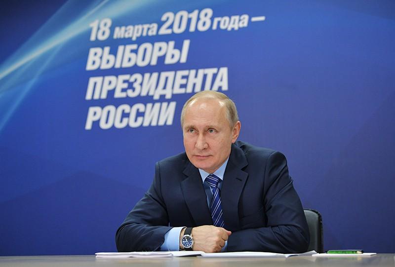 Владимир Путин на первом заседании своего предвыборного штаба в Гостином дворе в Москве