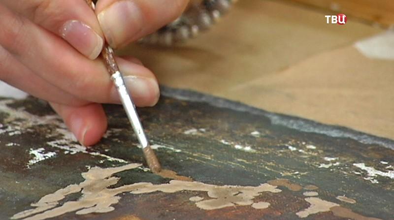 Художники реставрируют экспонаты усадьбы Мураново