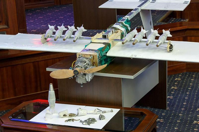 Демонстрация образцов беспилотной летательной техники террористов