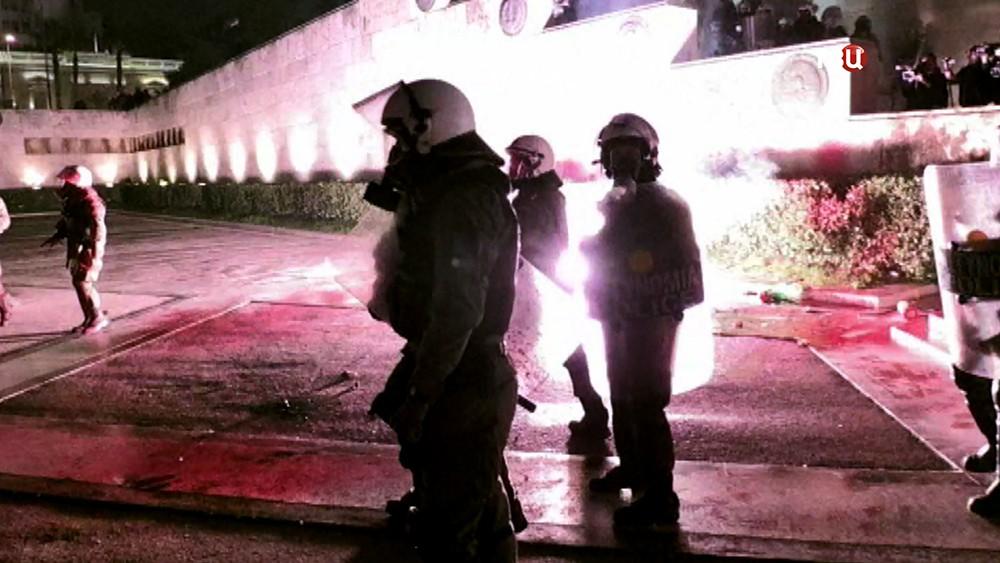 Полиция Греции во время уличных беспорядков