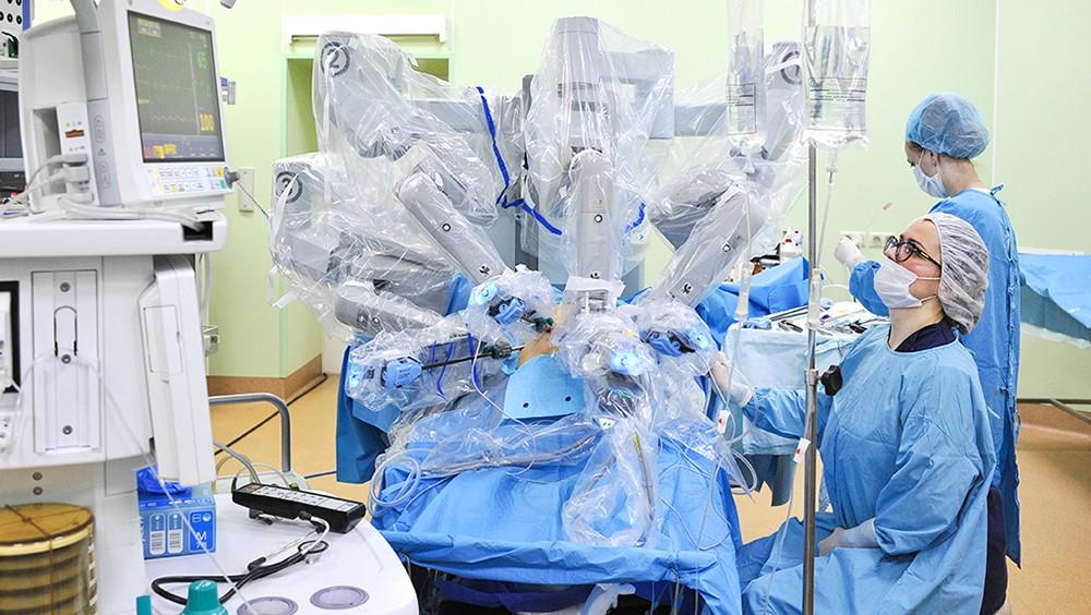 """Нейрохирургическая операция с помощью установки """"Гамма-нож"""""""