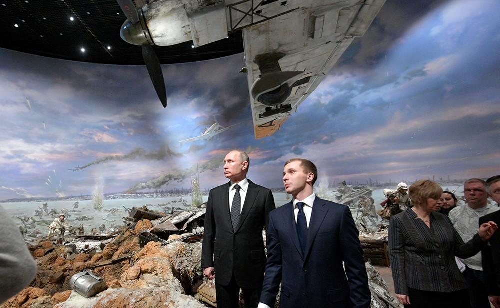 """Владимир Путин посетил музей-панораму """"Прорыв"""""""